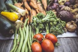 Сельхоз работы. Чистка лука, посадка и сбор овощей