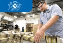 Упаковка табачных изделий на фабрике Philip Morris