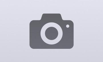 Мужчины на фабрику по изготовлению бетонных издели